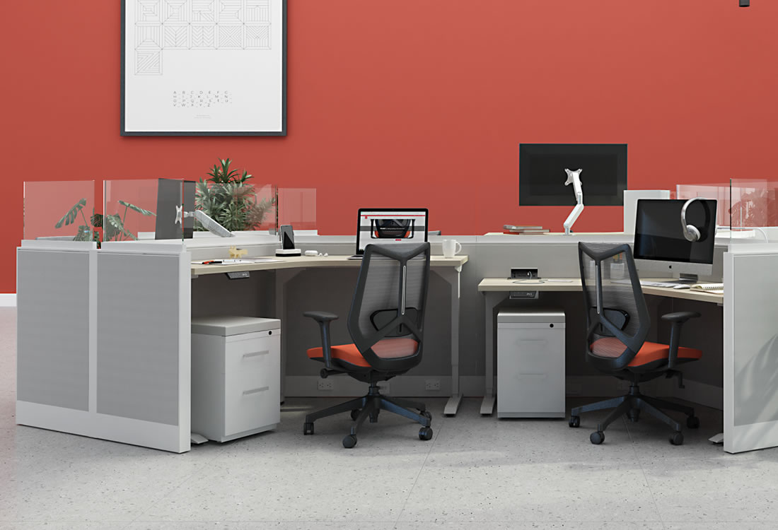 Interra cubicles with short panels with height adjustable desks