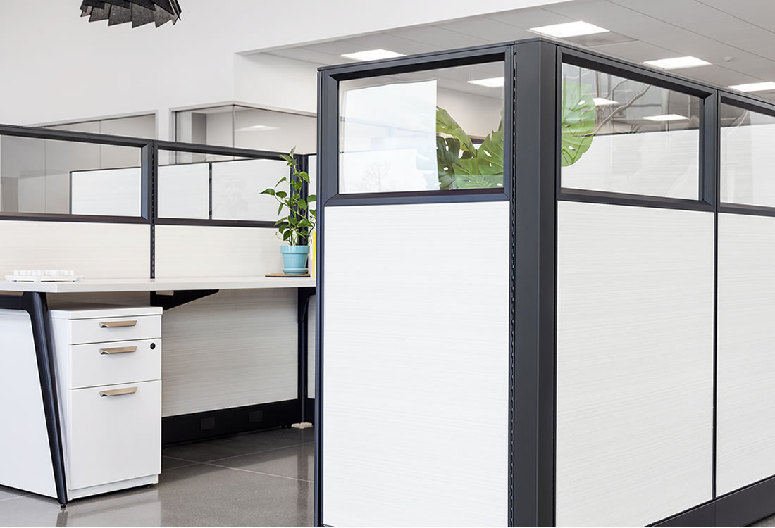 Novo cubicles showing optional glass tops